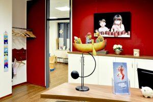 Deko_und_Blick_ins_Wartezimmer_Praxis_Dr_Klauck